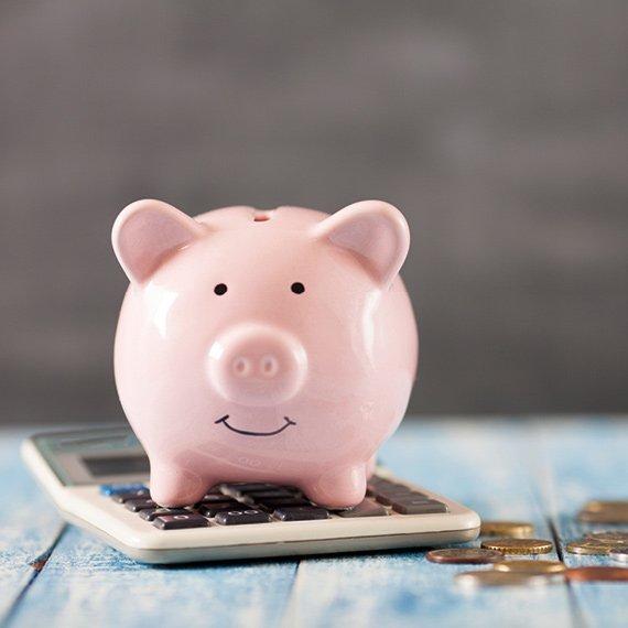 Tirelire cochon rose souriant avantages fiscaux